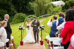 wedding pictures bride outdoor ceremony