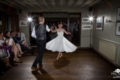 wedding pictures bride groom first dance dancing