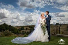 wedding pictures bride groom kingscote barn cotswolds
