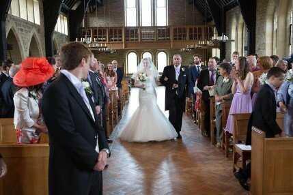 wedding pictures church bride groom
