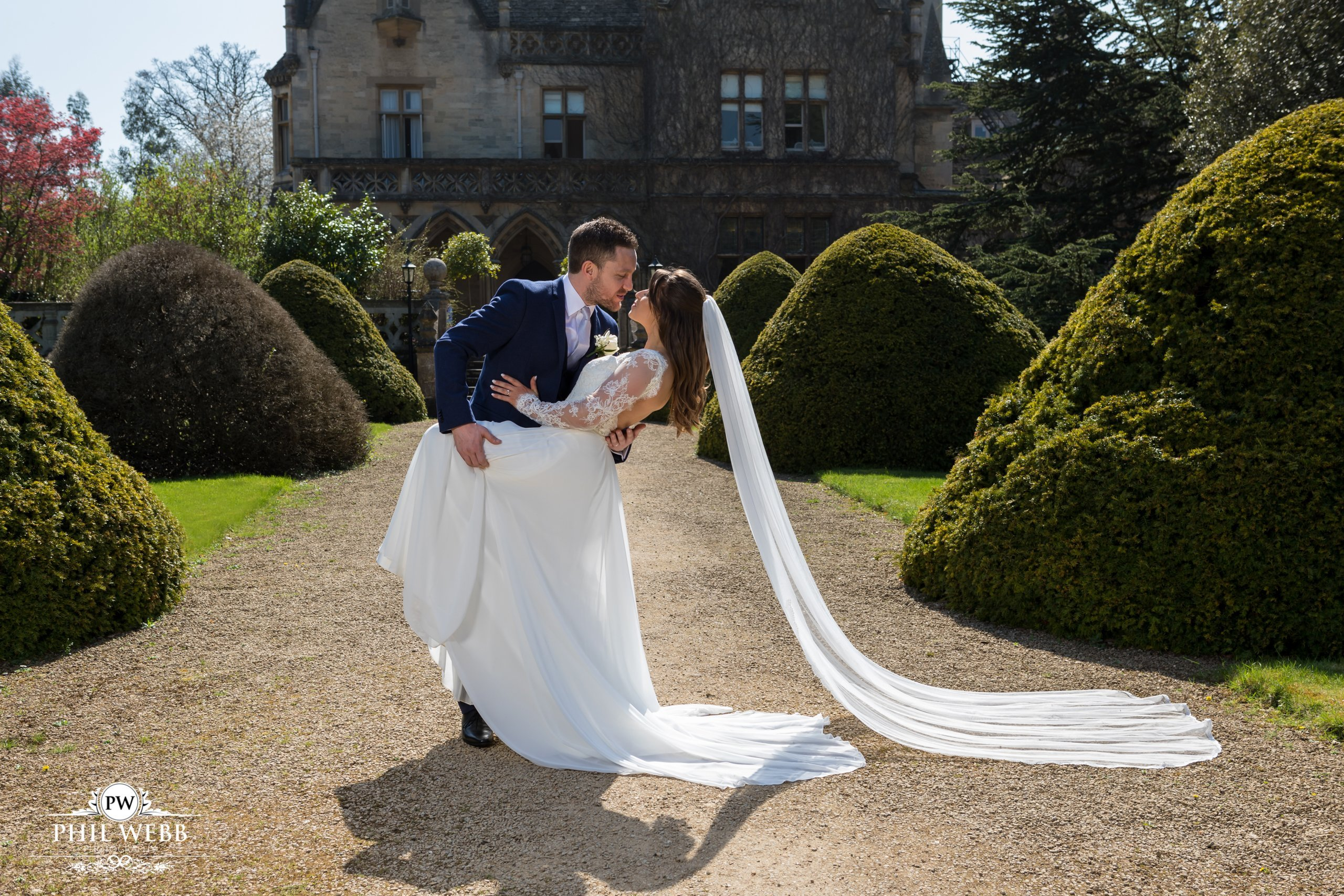 Hannah & John – Manor by the Lake